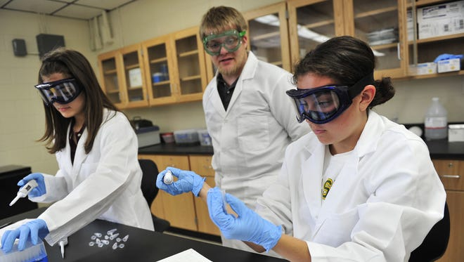 Visiting scientist Joshua Swartz helps Molly Shea, right, during an Interdisciplinary Science and Research class at Hillsboro High School. Dipti Vaidya / The Tennessean