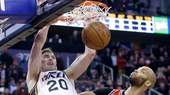 Utah Jazz forward Gordon Hayward (20) dunks the ball against Chicago Bulls forward Taj Gibson (22) during overtime in an NBA basketball game Monday, Feb. 1, 2016, in Salt Lake City. The Jazz won 105-96 in overtime. (AP Photo/Rick Bowmer)