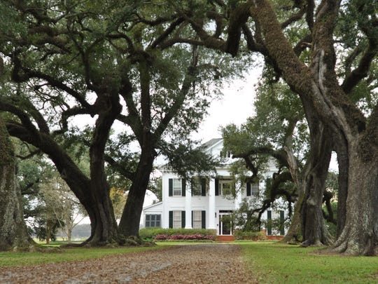 A marker in front of Live Oak Plantation identifies the house as part of the Northup Trail.
