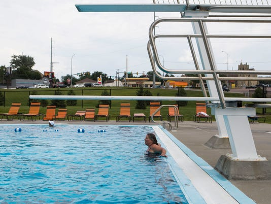 Sioux Falls city councilor at Drake Springs Family Aquatic Center