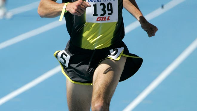 Alan Webb wins the men's mile Saturday, April 28, 2007, at the Drake Relays track and field meet in Des Moines, Iowa. Webb won the race in 3 minutes, 51.71 seconds. (AP Photo/Charlie Neibergall)