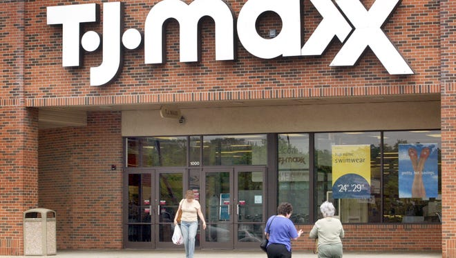 The parent company of T.J. Maxx and Marshalls dropped a roaring first-quarter earnings report that showed no signs of the troubles engulfing its mid-price clothing counterparts.