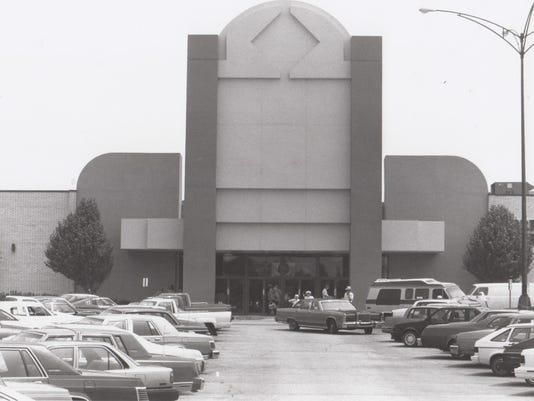 635611719997356135-Talla-Mall-front-1991