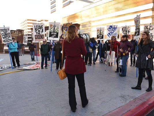 635930612230677771-REN-protest-02.jpg
