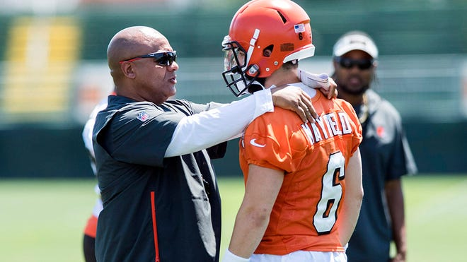 Jul 26, 2018; Berea, OH, USA; Cleveland Browns head coach Hue Jackson talks with quarterback Baker Mayfield (6) during training camp at the Cleveland Browns Training Complex. Mandatory Credit: Ken Blaze-USA TODAY Sports