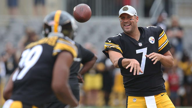 Aug 25, 2018; Pittsburgh, PA, USA;  Pittsburgh Steelers quarterback Ben Roethlisberger (7) and wide receiver JuJu Smith-Schuster (19) warm up before playing the Tennessee Titans at Heinz Field. Mandatory Credit: Charles LeClaire-USA TODAY Sports