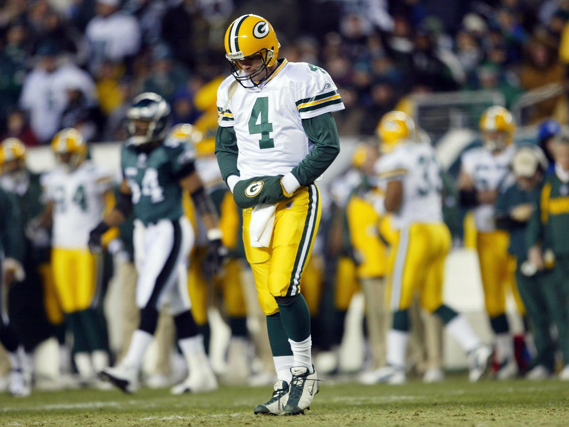 Quarterback Brett Favre hangs his head as he walks