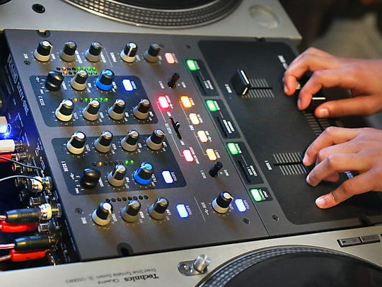 One of the mixers in use at Deckademics DJ School.