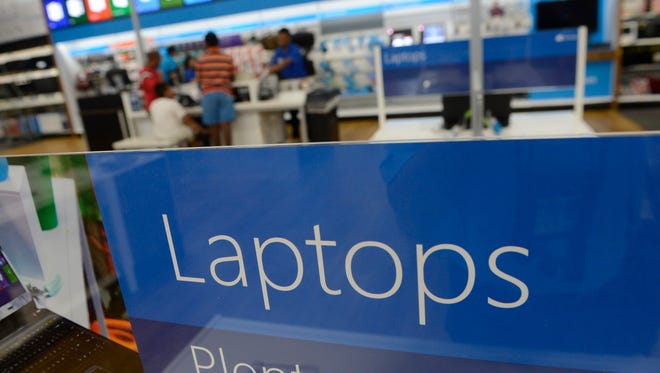 Shoppers look at products at Best Buy in Falls Church, Virginia, on July 14, 2014. A jury has ruled that Cisco must pay $23.5 million over hacker-security patents.