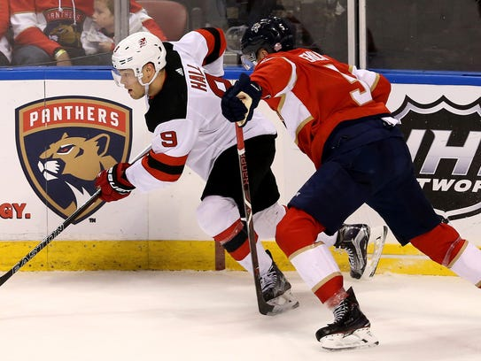 New Jersey Devils left wing Taylor Hall (9) controls