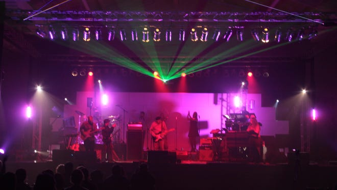 American Floyd performed a highly entertaining, two hour set of Pink floyd classics on Friday night at APSU's Red Barn.