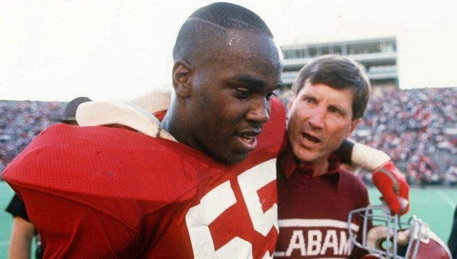 Alabama linebacker Derrick Thomas and coach Bill Curry leave the field in Tuscaloosa, Ala., following a 1988 game. Thomas was posthumously named to the College Football Hall of Fame on Thursday.