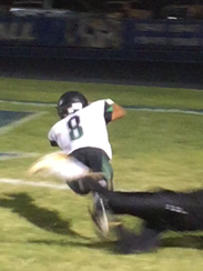 Vicente Pinto extends to score a touchdown and put