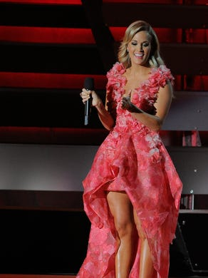 Carrie at the 2013 CMAs.