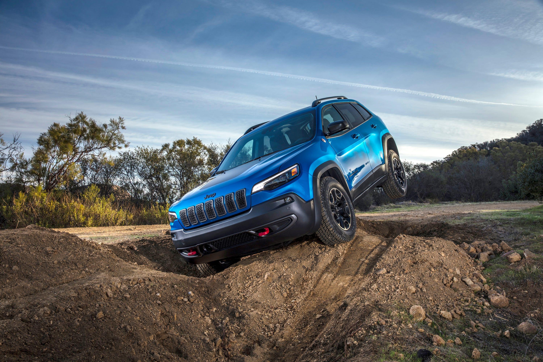 2019 jeep cherokee powers ahead with new engine looks rh freep com