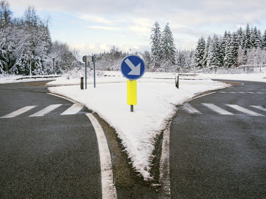 Winter road, roundabout
