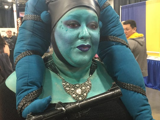Annaliese Cook dressed as a Twi'lek from 'Star Wars'