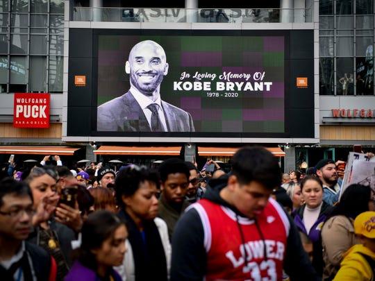 Fans de la NBA rinden tributo al 'Black Mamba' tras su muerte.