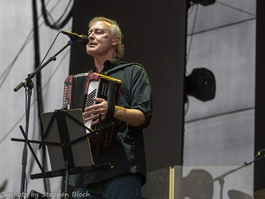 Bruce Hornsby eschews set lists for shows with the