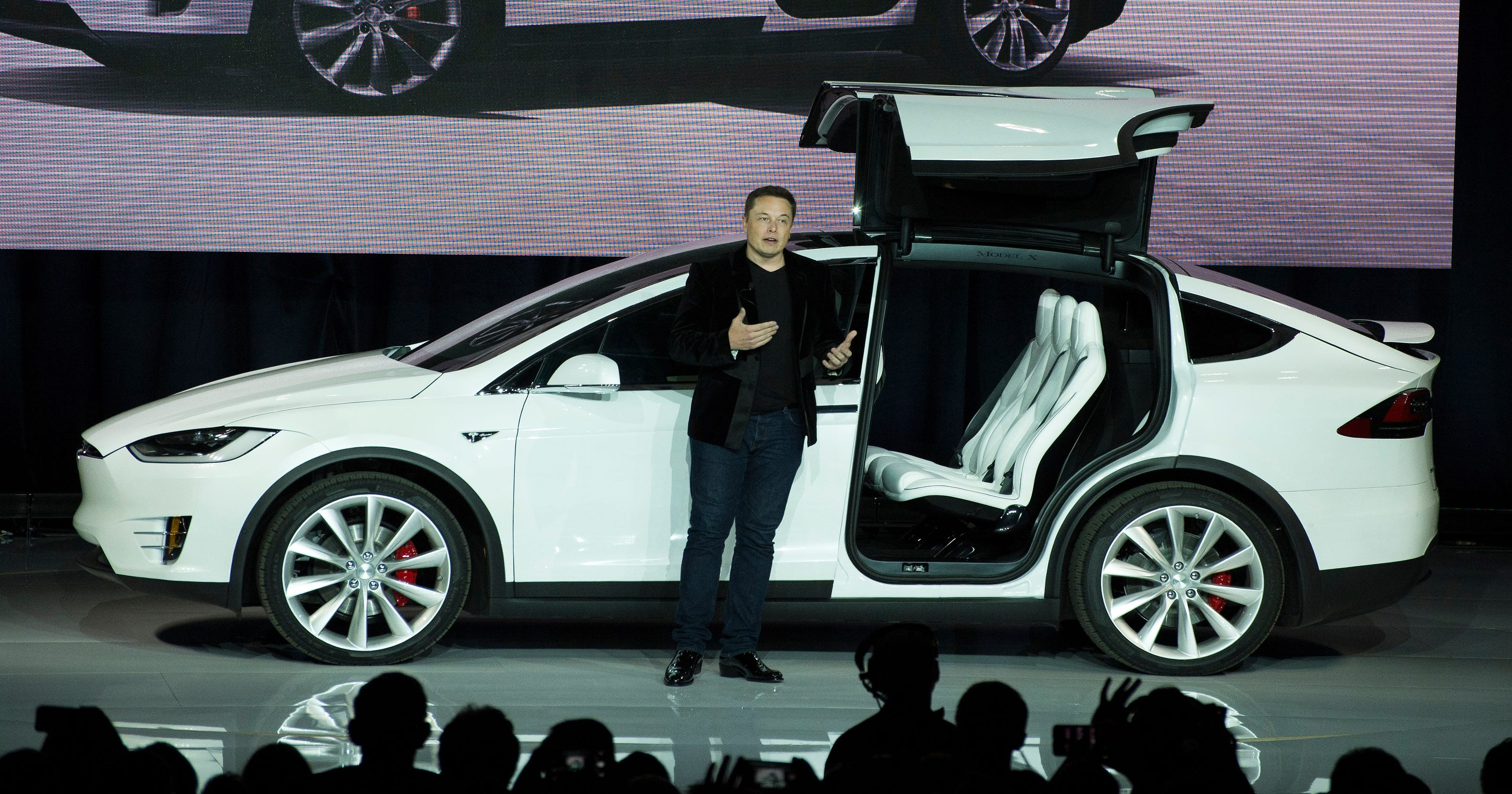 Tesla prices novel Model X SUV at $80,000