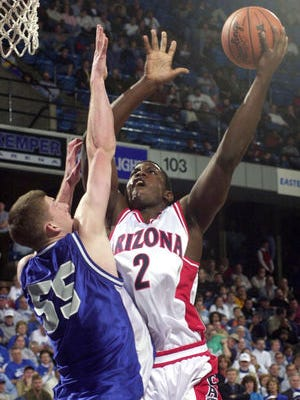 Michael Wright shoots over Eastern Illinois' Jesse Mackinson in the first round of the NCAA tournament in Kansas City in 2001.