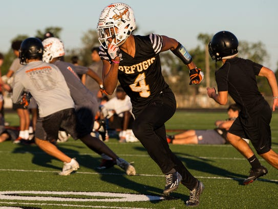 Refugio's Trent Ross during practice on Monday, Nov.
