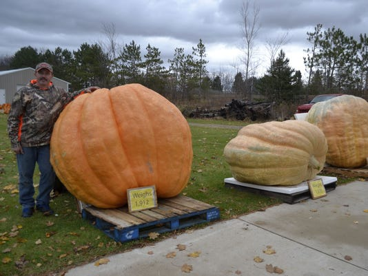 Tracy Carter giant pumpkins photo