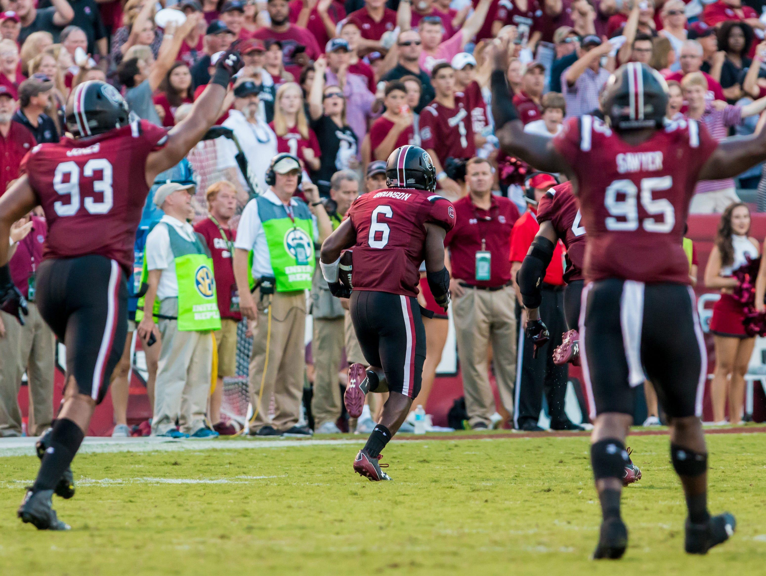 South Carolina Gamecocks linebacker T.J. Brunson (6) returns a fumble for a touchdown against the Arkansas Razorbacks in the second half at Williams-Brice Stadium.