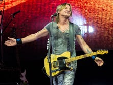 3 ways Keith Urban turned up the heat on an Indiana Saturday night