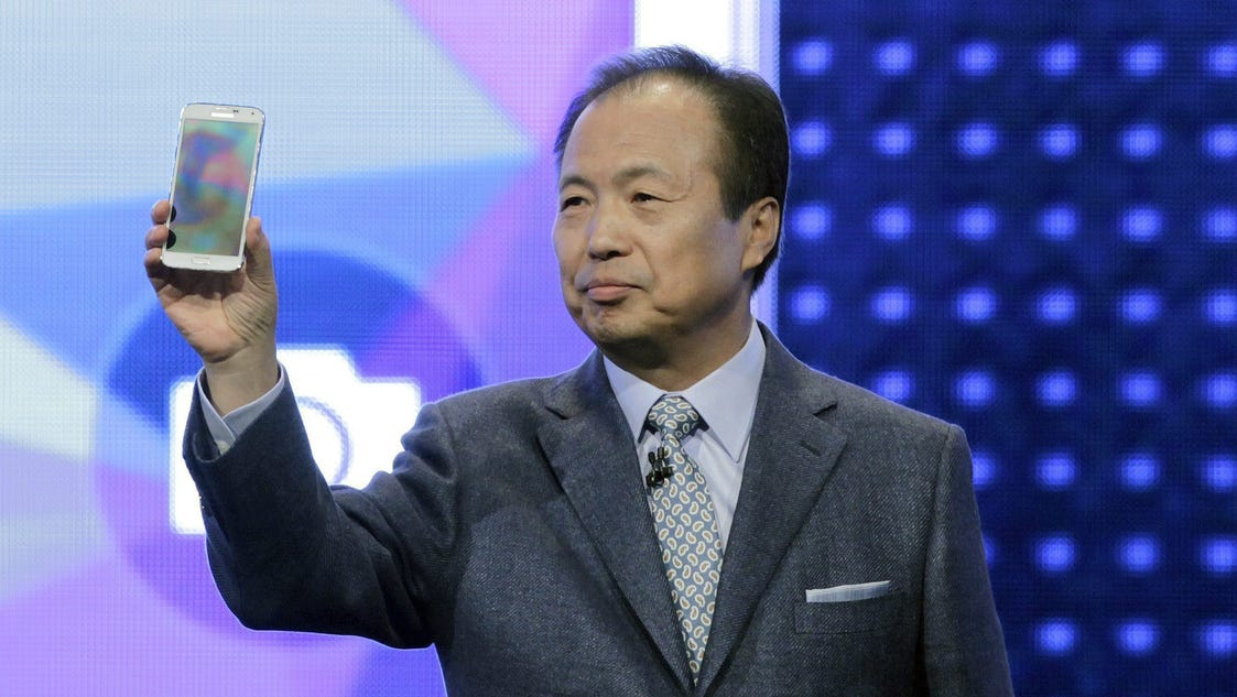 Samsung unveils Galaxy S5, new wearables