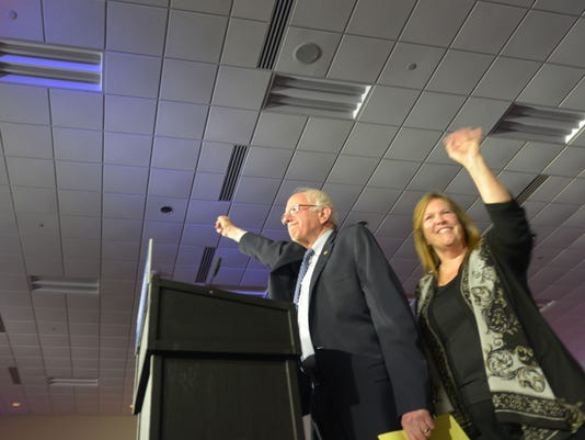 635899923822977479-2016-Feb-1-Caucus-Night-Bernie-Jane-1.jpg