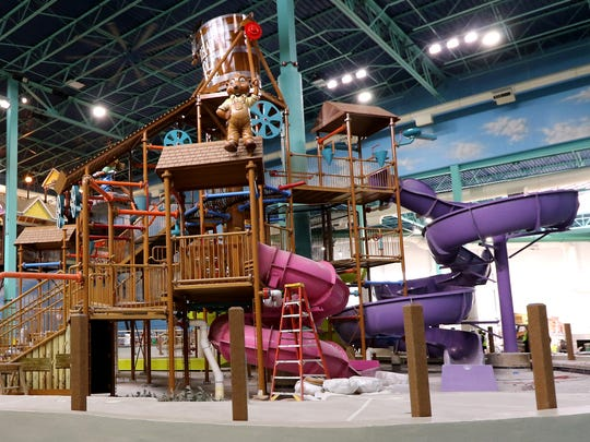 The Fort Mackenzie water play area is a fun splash-loaded interactive treehouse with slides at the indoor water park at the Great Wolf Lodge in Gurnee, Illinois.