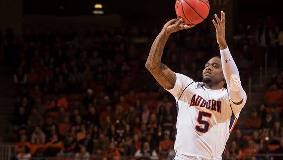 Auburn forward Cinmeon Bowers has 20 points and 18