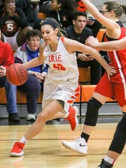 Somerville's Sara Tavares drives against Bound Brook's Jordan Todaro at Somerville on February 6, 2018. (Photo by Keith Muccilli, Correspondent)
