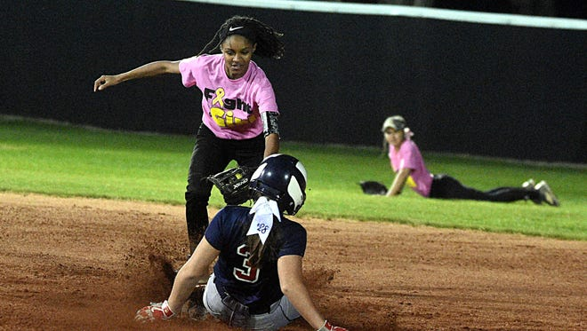 Hendersonville's Ace Hanson tries to tag White House Heritage's Sami West at second base during Thursday's White House jamboree.