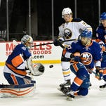 Reinhart's late goal lifts Sabres over Islanders