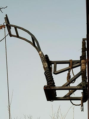 Border Patrol agents dismantled a drug-throwing catapult on the Mexican side of the border.