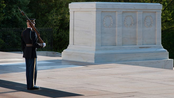 5/4/2014 -- Arlington, VA  -- 150th anniversary of Arlington National Cemetery.  Honor Guard at the Tomb of the Unknowns shortly after sunrise. Photo by Evan Eile, USA TODAY Staff ORG XMIT:  EE 131013 Arlington Nation 05/04/2014 [Via MerlinFTP Drop]