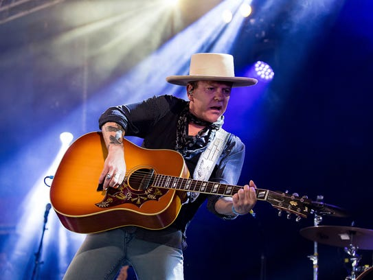 Kiefer Sutherland performs in this 2016 file photo.