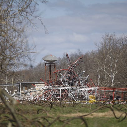 Scenes from a TV tower collapse near Fordland.