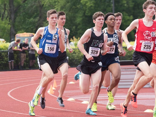 Matt Politis (l) competes in the 1,600 boys State Championship