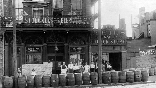 Max Keil's wine and liquor house in Wilmington in 1906. The saloon and liquor store was located at E. Fourth and Walnut streets.