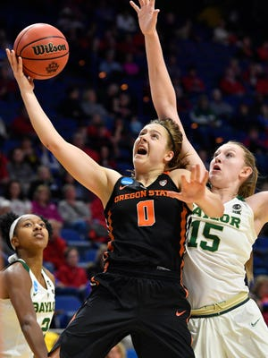 Mar 23, 2018; Lexington, KY, USA: Oregon State guard Mikayla Pivec (0) shoots against Baylor forward Lauren Cox (15) during the first half in the semifinals of the Lexington regional of the women's basketball NCAA Tournament at Rupp Arena. OSU won 72-67.