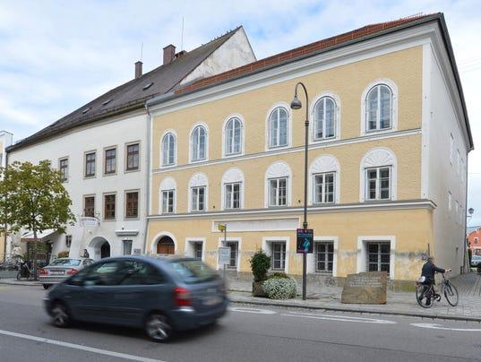 AP AUSTRIA HITLER'S HOUSE I FILE AUT