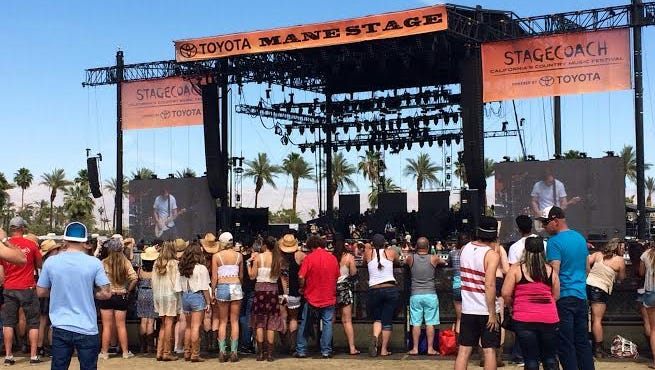 Charlie Worsham livened up the Mane Stage on Sunday in his very first Stagecoach appearance.
