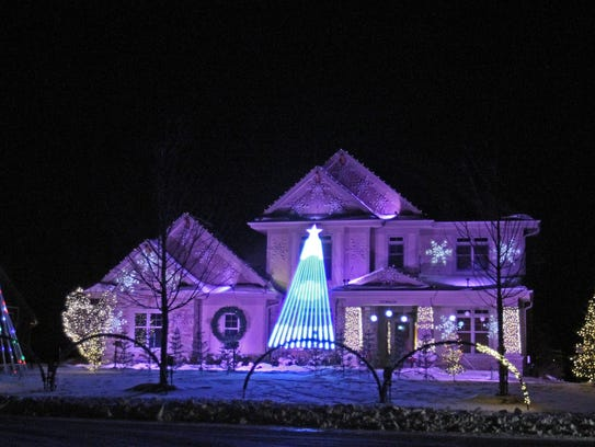 The Lights of Glen Cove features 30,000 computer-controlled