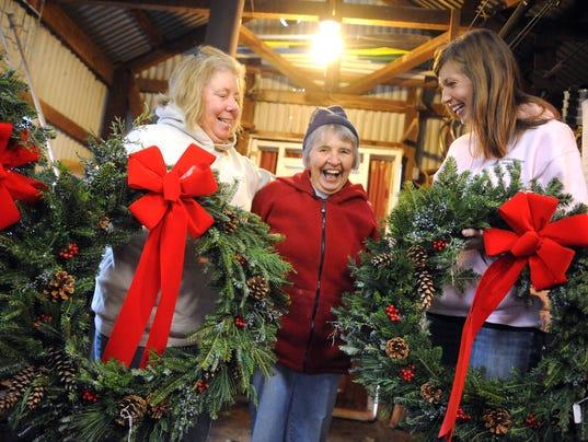 Marine Wreaths 12/12