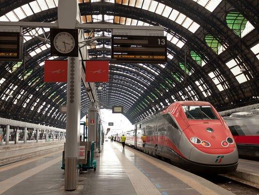 635703155760341663-italy-milan-train-041615-az