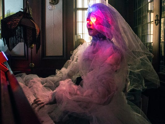 635816512513114592-Third-St-halloween-photo-and-video-PEARL-21A