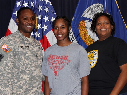 Pvt. Journae Q. King joined by her mother, Rhonda King,